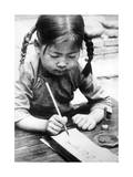 Chinesisches Mädchen beim Schreiben, 1940 Fotografisk trykk av  Süddeutsche Zeitung Photo