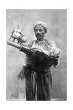 Ägyptischer Bierverkäufer in Kairo, 1928 Impressão fotográfica por Scherl Süddeutsche Zeitung Photo