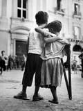 Little Boy Helps One-Legged Companion across Street, August 1944, During World War 2 Fotografia