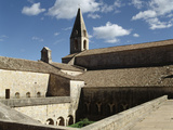 Abbaye du Thoronet, cloître et église abbatiale Reproduction photographique par Philippe Berthé