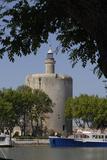 Tours et remparts d'Aigues-Mortes, la tour de Constance vue d'un bassin du port Reproduction photographique par Philippe Berthé