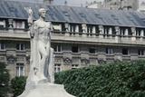 Palais Royal, monument au Génie latin Reproduction photographique par Philippe Berthé
