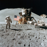 Astronaut James Irwin (1930-199) Gives a Salute on the Moon, 1971 Reproduction photographique