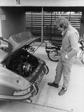 James Hunt with a Porsche, C1972-C1973 Fotografie-Druck