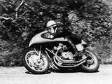 John Surtees on an MV Agusta, Waterworks Corner, Isle of Man Senior TT, 1956 Lámina fotográfica