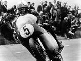 Mike Hailwood, on an Mv Agusta, Winner of the Isle of Man Senior TT, 1964 Fotografisk tryk