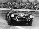 Stirling Moss Diving an Aston Martin DB3S, Goodwood, West Sussex, 1956 Reproduction photographique Premium
