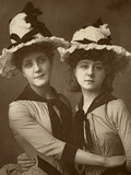 Two Roses'; Maude Millett and Annie Hughes, British Actresses, 1888 Reproduction photographique par W&d Downey
