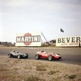 Two Racing Cars Taking a Bend, Dutch Grand Prix, Zandvoort, Holland, 1959 Fotografie-Druck