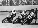 Competitors in a Dirt Track Race, America Valokuvavedos