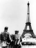 German Soldiers at the Eiffel Tower, Paris, June 1940 Fotografisk trykk