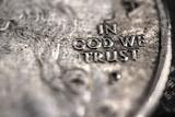 In God We Trust on US Quarter in Macro View Foto