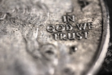 In God We Trust on US Quarter in Macro View Fotografía