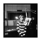Sylvie Vartan Recording in a Studio Fotoprint van  DR