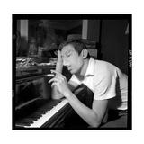 Serge Gainsbourg Smoking Fotografie-Druck von  DR