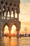 Italy, Veneto, Venice. Sunrise over Piazzetta San Marco and Doges Palace Fotoprint av Matteo Colombo