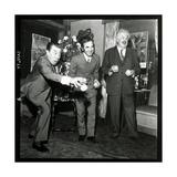 Charles Aznavour, Fernandel and Michel Simon at the Orange and Citron Price, 28 October 1969 Fotografie-Druck von Marcel Begoin