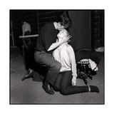 Alain Delon and Romy Schneider Kissing Reproduction photographique par Marcel Begoin