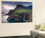 Dramatic Coastal Scenery at Gasadalur on the Island of Vagar, Faroe Islands. Spring Fototapete von Adam Burton