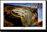 Weiche Uhr im Moment ihrer ersten Explosion, ca. 1954 Gerahmter, auf Holz aufgezogener Druck von Salvador Dalí