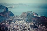 Rio De Janeiro, Brazil. Suggar Loaf and Botafogo Beach Viewed from Corcovado Impressão fotográfica por Curioso Travel Photography