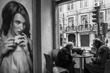 Coffee Conversations Fotografisk tryk af Luis Sarmento