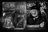 Mr. Antonio in His Small Kiosk. Reproduction photographique par Antonio Grambone