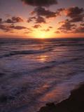 California, San Diego, Sunset Cliffs, Waves Crashing on a Beach Fotografie-Druck von Christopher Talbot Frank