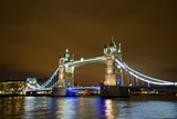 Tower Bridge on the Thames, Brightly Light at Night, London. Uk Reproduction photographique par Richard Wright