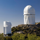 Telescopes on Kitt Peak National Observatory, Arizona Reproduction photographique par Susan Degginger
