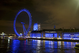 The London Eye Ferris Wheel Along the Thames Embankment at Night Reproduction photographique par Richard Wright