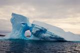 Iceberg - Antarctica Reproduction photographique par  benkrut
