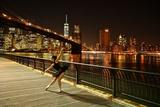 A Classic Ballerina Dances in Brooklyn Bridge Park Fotografisk tryk af Kike Calvo