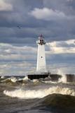 Sodus Outer Lighthouse on Stormy Lake Ontario; Sodus Point, New York, USA Fotografisk trykk av  Design Pics Inc