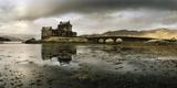 Eilean Donan Castle, Built on a Rocky Promontory at the Meeting Point of Three Sea Lochs Fotografisk trykk av Macduff Everton