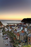 High Angle View of Staithes Townscape; North Yorkshire, England, Uk Reproduction photographique par  Design Pics Inc