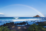 Hawaii, Maui, Hana, Dramatic Coastline, Rainbow over Ocean Reproduction photographique par  Design Pics Inc