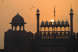 Silhouette of the Lahori Gate of the Red Fort with Sun Rising Behind Fotografisk tryk af  Design Pics Inc