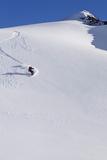 Backcountry Snowboarder Carving Turns Down a Steep Mountain Face Fotografisk trykk av  Design Pics Inc