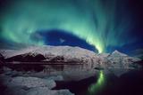N. Lights over Portage Lake and Chugach Mtns Sc Ak Winter Reproduction photographique par  Design Pics Inc