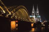 North Rhine, Westphalia, Dom and Hohenzollem Brucke Fotografisk trykk av  Design Pics Inc