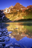 Maroon Bells and Crater Lake, White River National Forest, Colorado 写真プリント : Keith Ladzinski