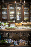 Spice Shop in London's Busy Borough Food Market Fotografie-Druck von Alex Treadway