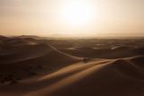 Sunset over the Sand Dunes of Morocco. Berber Camel Boy in the Sahara, Morocco Lámina fotográfica por Erika Skogg