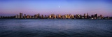 Moon over Midtown Manhattan Skyline at Dusk Reproduction photographique par  Design Pics Inc