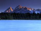 Sunset on the Teton Range, from a Crystal Clear Jackson Lake in Grand Teton National Park 写真プリント : Keith Ladzinski