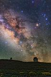 The Milky Way, Scorpius, Sagittarius, and Bright Star Antares Above Telescopes on La Palma Island Valokuvavedos tekijänä Babak Tafreshi