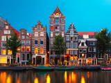 Night City View of Amsterdam Canal with Dutch Houses Fotografie-Druck von kavalenkava volha