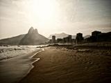 Ipanema Beach as the Sun Sets Stampa fotografica di Kike Calvo