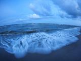 Beautiful Summer Sunset at the Sea with Stones Lámina fotográfica por  denbelitsky